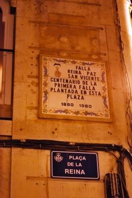 insegna in Plaza de la Reina