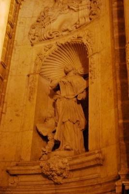 un santo, facciata de la Seu