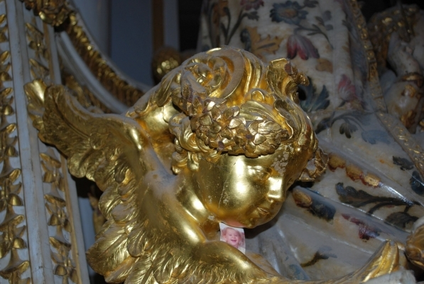 un angelo della sedia della Madonna