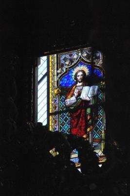 Seu, vetrata con Gesù alfa e omega