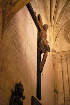 Seu, Crocifisso all'ingresso della Capilla del Santo Caliz