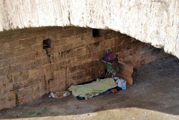 povertà sotto il ponte