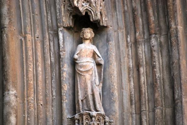 statua nel portale de la Seu