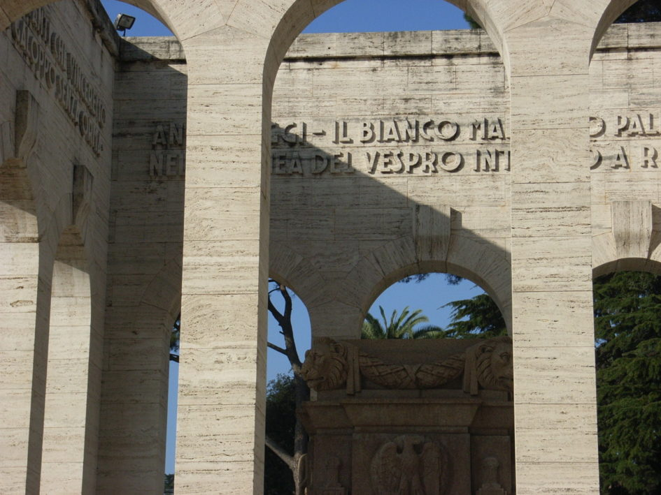 Roma o morte, fascismo